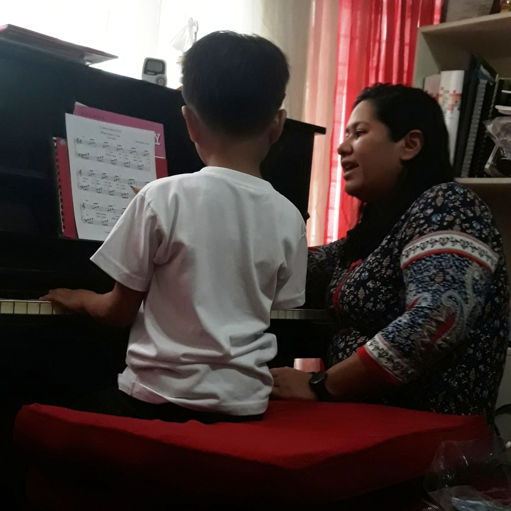 piano lesson with teacher Cel